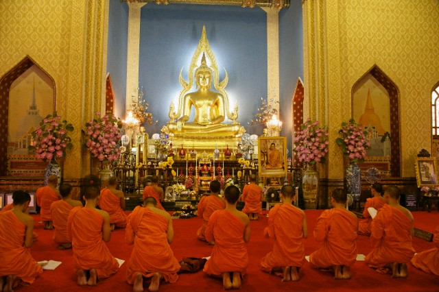 Bangkok, Thailand --- Buddhist monks praying, Wat Benchamabophit (Marble Temple), Bangkok, Thailand, Southeast Asia, Asia --- Image by © Angelo Cavalli/Robert Harding World Imagery/Corbis